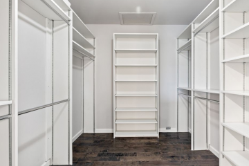 Master Bedroom Walk in Closet